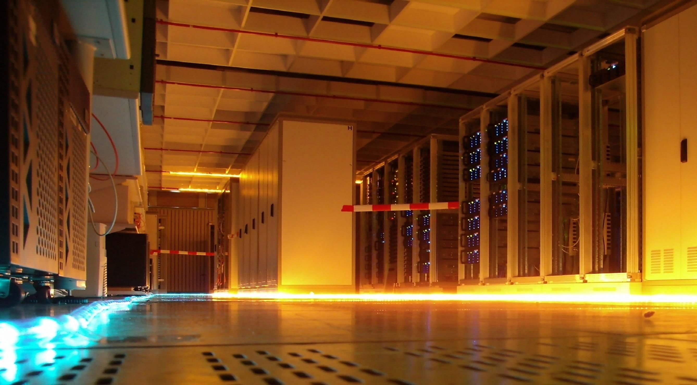 serverroom-1242635 resize